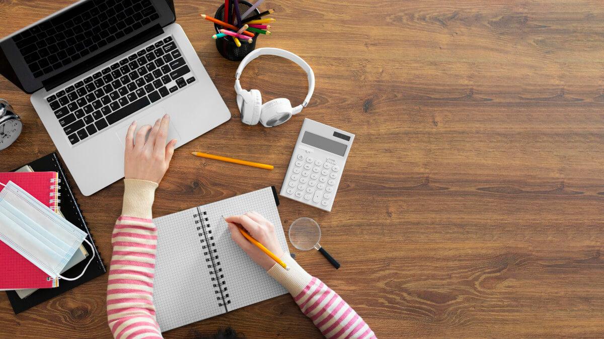 Estudando no computador