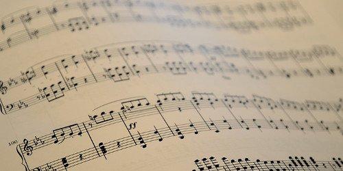 Baterias universitárias e educação musical